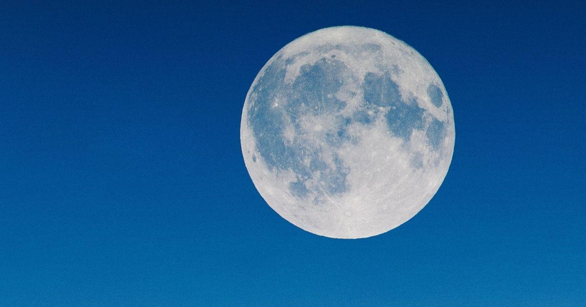 ブルームーンはいつ?意味は?満月カレンダーや各月の満月名と由来も!!